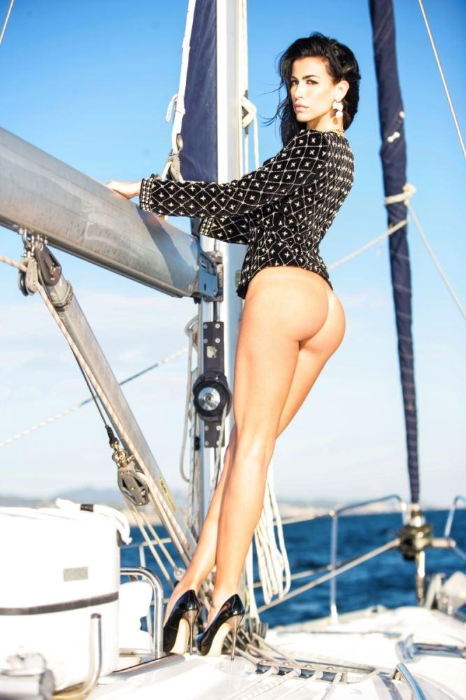 AntonMariam-modelo-desnuda-barco